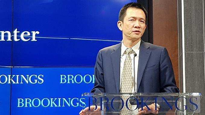 北京大学国家发展研究院院长姚洋表示,中国离成为一个富裕国家还有很长的路要走。(记者家傲摄)
