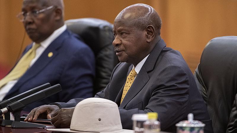 乌干达总统穆塞维尼(右)(美联社)