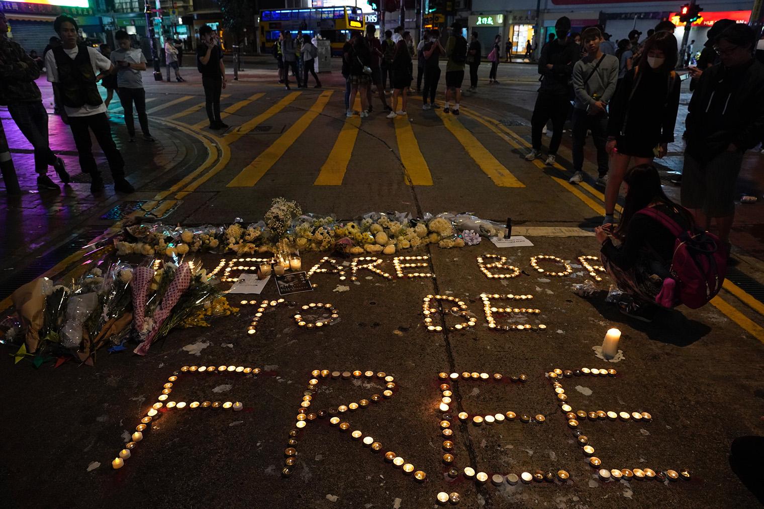2019年11月8日,香港的一些抗议者在街头抗议。(美联社)