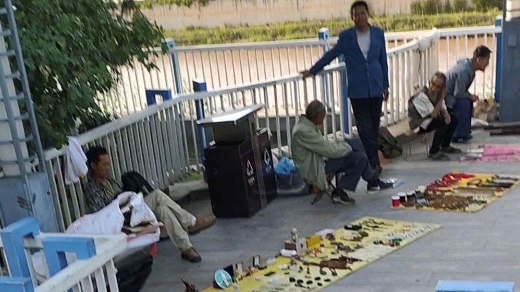 疫情之下,中国失业者倍增,地摊经济成为仅仅温饱的发展模式。(志愿者提供/记者乔龙)