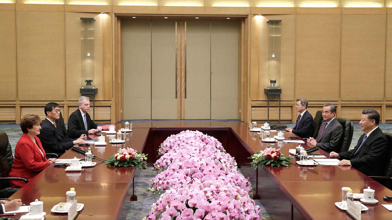 2019年11月22日,中国国家主席习近平在北京人民大会堂会见国际货币基金组织总裁格奥尔基耶娃。(法新社)