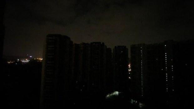广深等地突然大范围停电   断网断水街道漆黑如隔世