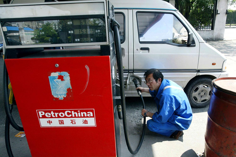 中国五大石油进口国中,近年对俄罗斯石油依赖最大,占14.24%。(资料图/美联社)