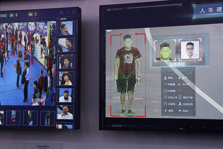 2018年10月23日,北京举办2018中国国际社会公共安全产品博览会,海康威视展示人体识别技术产品。(美联社)