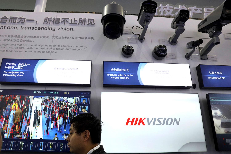 2018年10月23日,北京举办2018中国国际社会公共安全产品博览会,海康威视展示了国有监控设备的面部跟踪技术产品。(美联社)