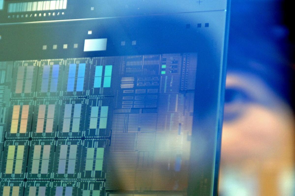 2019年6月22日,美国多家媒体曝光了一份美国商务部于18日颁布的官方文件,中国芯片制造商海光、成都海光集成电路、成都海光微电子科技、超级计算机开发者中科曙光、无锡江南计算技术研究所等五家专注芯片研究开发的中国科技企业和机构,被美国商务部列入实体名单。(资料图/AFP)
