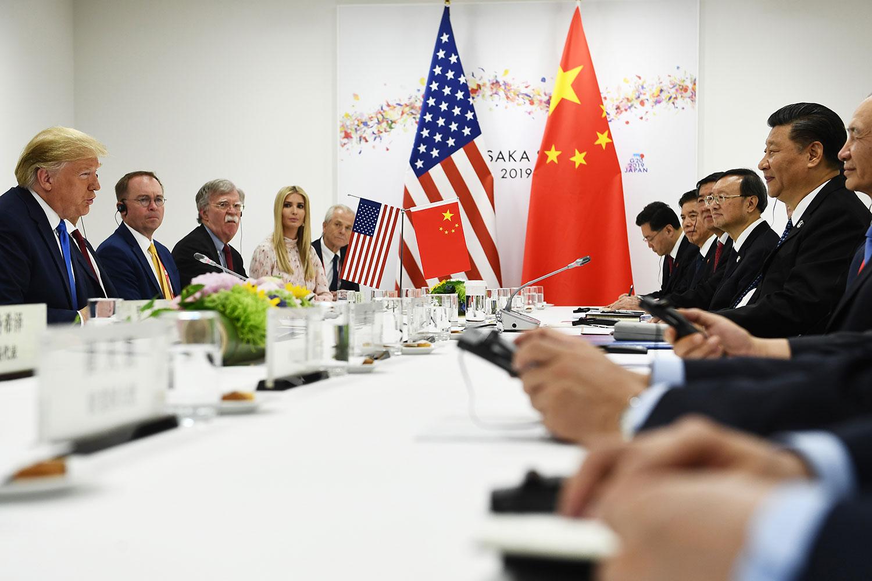 2019年6月28日,特朗普在日本大阪二十国集团峰会期间,与中国国家主席习近平举行会谈。(法新社)