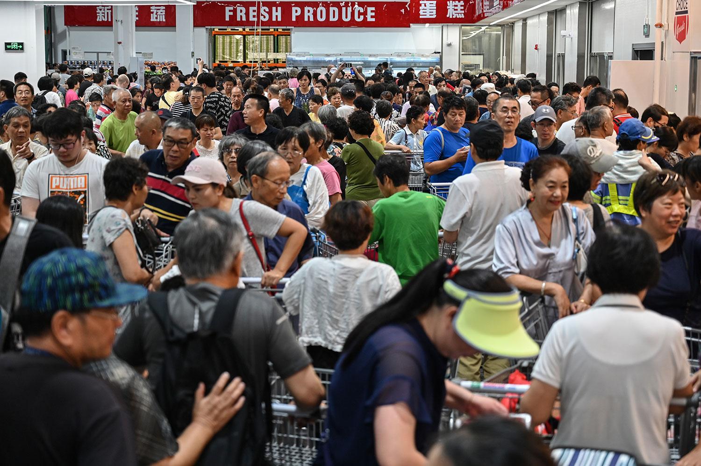 2019年8月27日,开市客(Costco)开店当天的客流量多到如周杰伦演唱会、春运期间的火车站、中超比赛的主场球迷。(法新社)