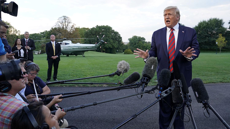 2019年9月12日,美国总统特朗普在离开白宫前往巴尔的摩参加会议前对记者说,仍然希望与中方达成全面的贸易协议;但对有限度的临时协议持开放态度。(路透社)