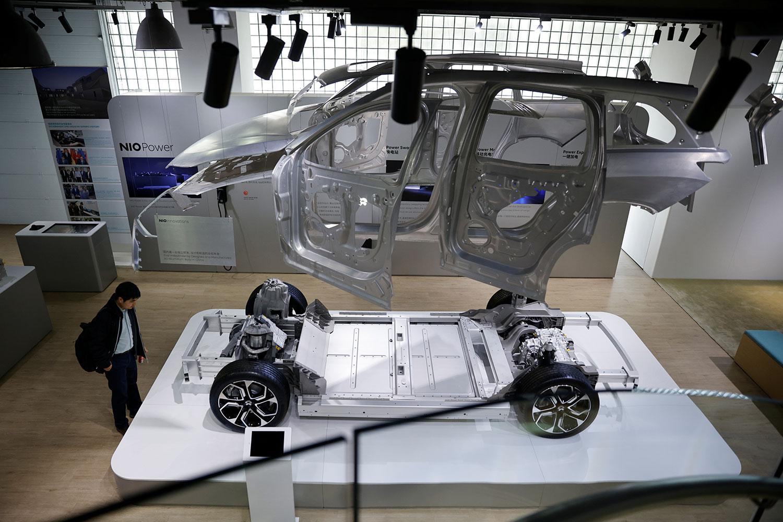 2021年3月24日,在上海的蔚来(Nio)办事处,展示蔚来Nio国产电动汽车的模型。(路透社)