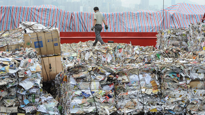 中国纸张的另一个主要来源是废纸回收再造纸浆。(法新社图片)(photo:RFA)