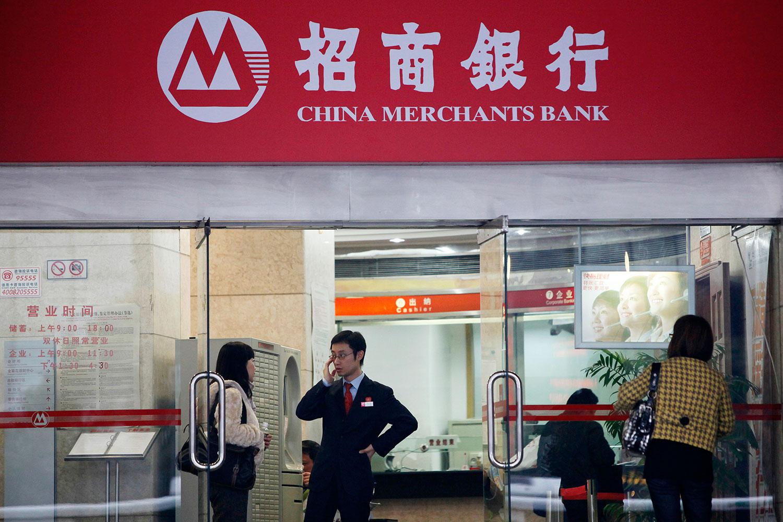 图为在上海的招商银行分行。(路透社)