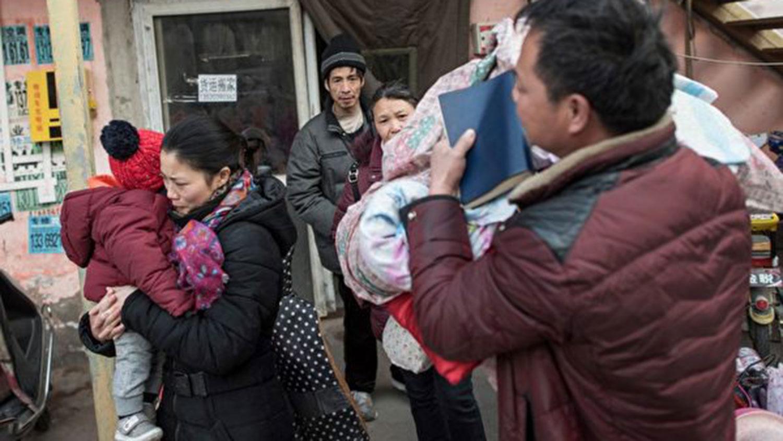 """北京官方强行驱赶 """"低端""""人口部分迁南下广东。(资料图/法新社)"""