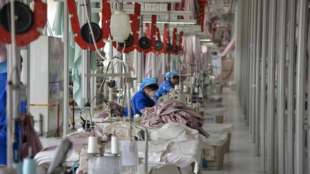 美中贸易战严重打击中国的制造业(美联社)