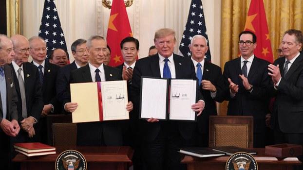 美中已签署第一阶段贸易协议,但重点是要看中国是否履约。(法新社)