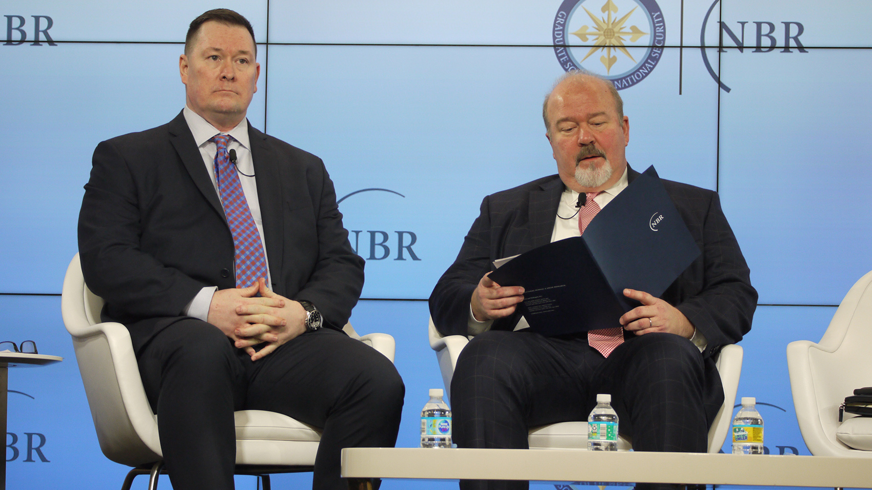 五角大楼今年6月增设专责处理中国事务的副助理部长一职后,施灿德(左)13日在华盛顿出席公开活动。(郑崇生摄)