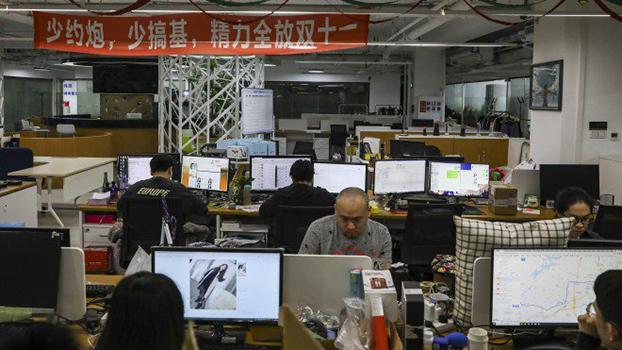"""中国""""码农""""的超长工作时间引发关注。(Public Domain)"""
