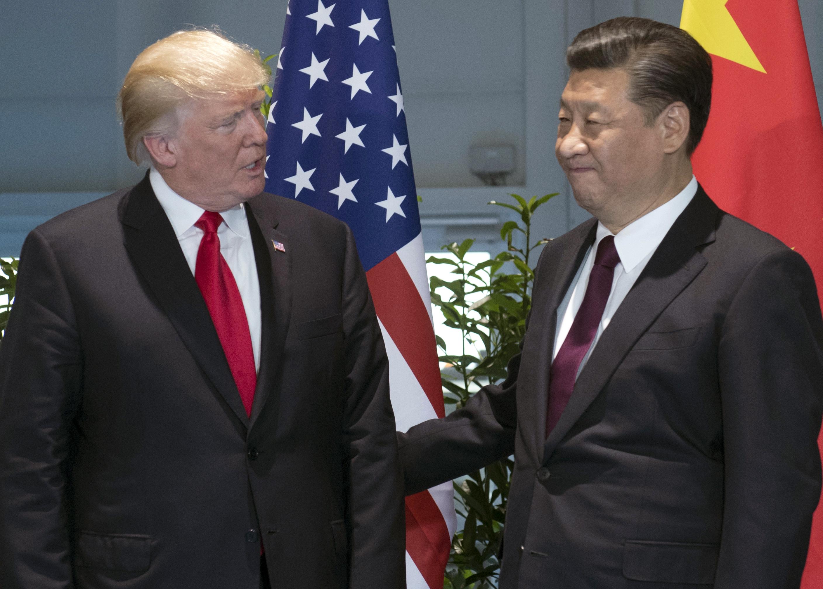 美国总统特朗普(左)和中国国家主席习近平在一起。(美联社)