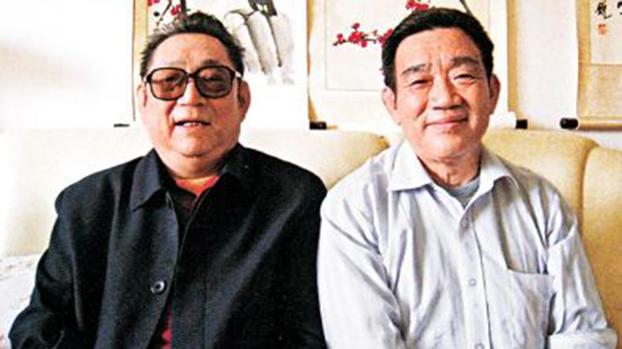 前解放军军长徐勤先(左)和杨继盛。(Public Domain)