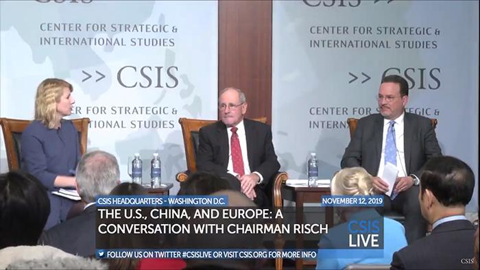 美国参议院外交关系委员会主席回答提问(视频截图)