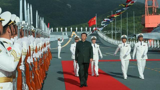 2019年12月17日,中国领导人习近平出席航母山东舰的交接仪式。(视频截图)