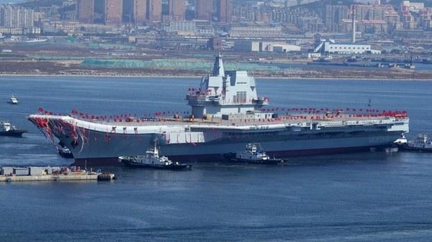 中国的第二艘航母山东舰最近驶过台湾海峡(法新社)