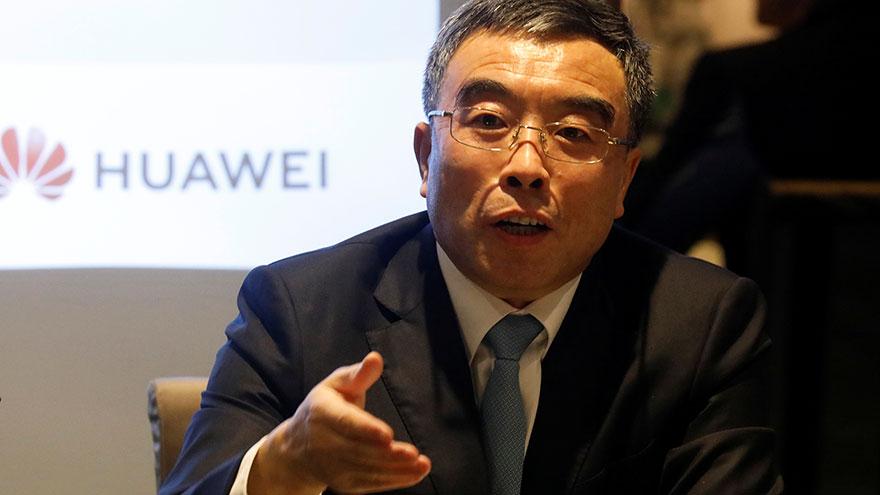 中国电信巨擘华为26日宣布在法国东部斯特拉斯堡(Strasbourg)近郊布吕马特(Brumath)设厂,这是华为在中国境外的第一座工厂。图为,华为技术有限公司董事长梁华在法国巴黎举行的新闻发布会上。(路透社)