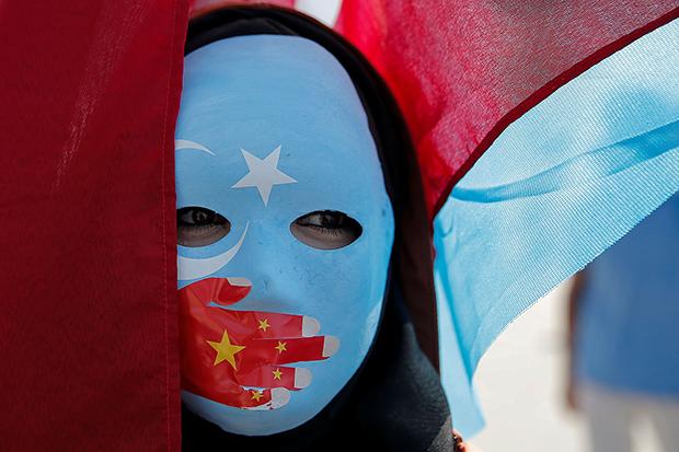 2019年10月1日,维吾尔族示威者在土耳其伊斯坦布尔抗议中国政府的新疆政策。(路透社)