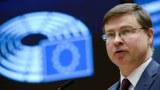 欧盟专责经济政策的执行副主席东布罗夫斯基思(Valdis Dombrovskis)则强调,欧盟对与中国投资协定的立场没有改变,但不能接受中国对欧洲议会议员的制裁。