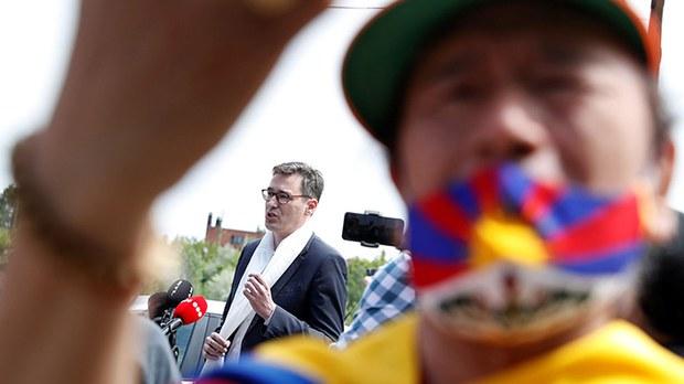 反对建复旦大学分校  布达佩斯市长改路名为达赖喇嘛