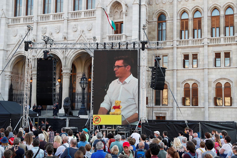 抗议中国复旦大学设分校 匈牙利首都出现示威 — 普通话主页
