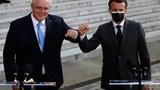2021 年 6 月 15 日,法国总统马克龙(右)和澳大利亚总理莫里森在巴黎爱丽舍宫举行工联合新闻发布会上致意。