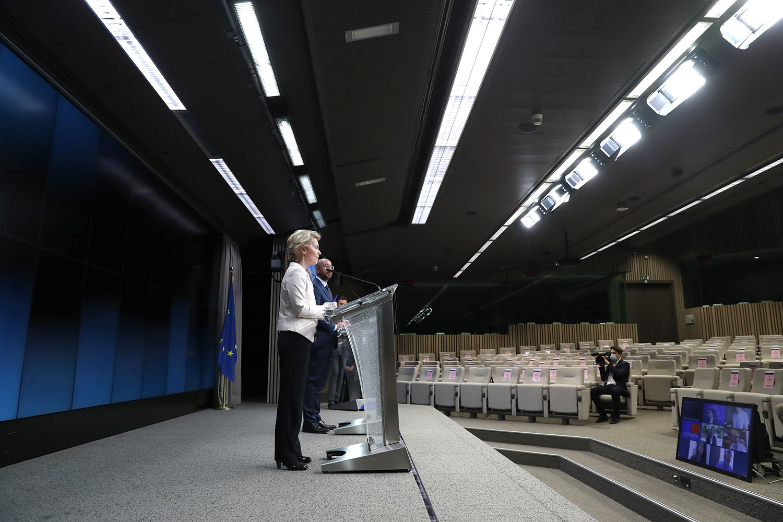 冯德莱恩(Ursula von der Leyen)还提出,疫情危机期间,中国在欧洲进行的假信息宣传活动,而这类活动正在损害欧盟与中国之间的关系。(法新社)