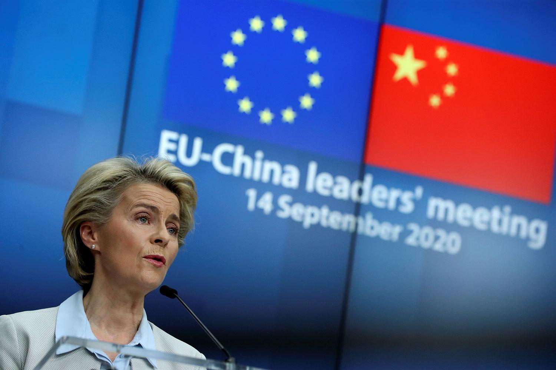 2020年9月14日,歐盟與中國舉行峰會上,歐盟執行委員會主席馮德萊恩說,「我們重申關注中國對待新疆和西藏少數民族以及人權維護者和記者的待遇,我們要求讓獨立觀察員進入新疆,並呼籲釋放被任意拘留的瑞典公民桂民海和兩名加拿大公民」。(路透社圖片)