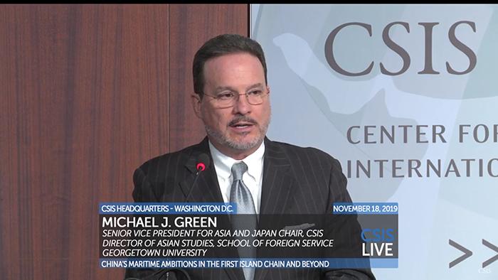 """美国华盛顿智库""""战略暨国际研究中心""""副总裁葛林(Michael J. Green)在研讨会上表示, 美国和欧洲应强调民主和人权价值,并联合志同道合的盟友以此对中国进行制约。(视频截图)"""