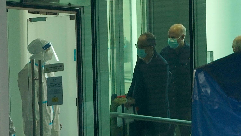 专家入境后会按照规定隔离14天,专家组预计在武汉逗留1个月,计划到访科研机构、医院以及华南海鲜市场。(AP)