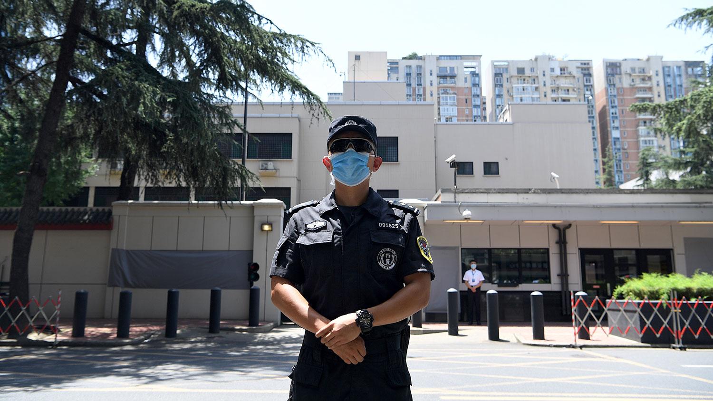 2020年7月27日,美国驻成都总领事馆关闭,随即由中方人员接管。(AFP)