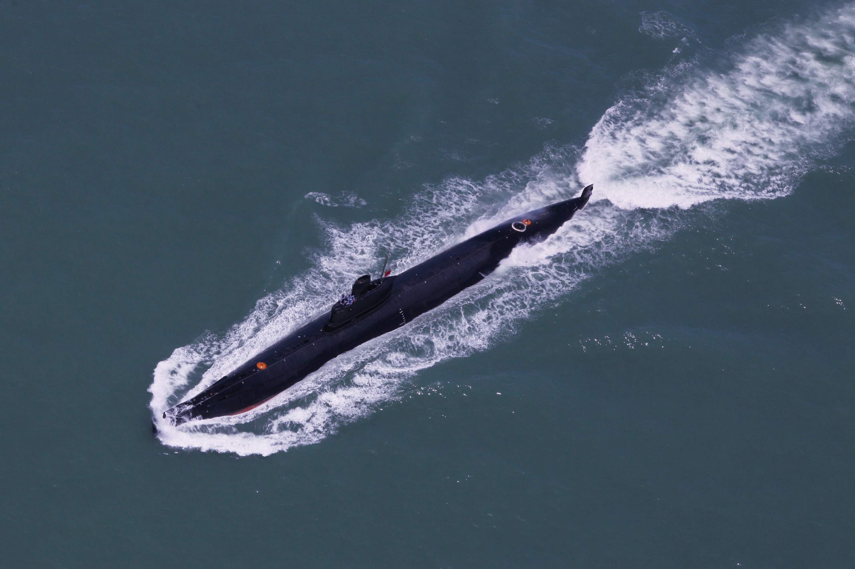 资料图片:中国人民解放军海军南海舰队的潜艇在海上训练。(AFP PHOTO CHINA OUT)