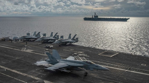 2020年7月6日在南海演习的两艘美国航母(U.S. Navy/AP)