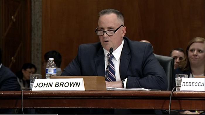 美国联邦调查局反间谍司助理主任布朗指出,他们的调查并不针对包括中国人在内的任何族裔。(视频截图)