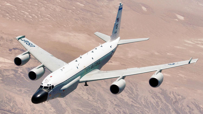 """资料图片:美国空军RC-135""""铆接""""电子侦察机(Rivet Joint)。(维基百科)"""