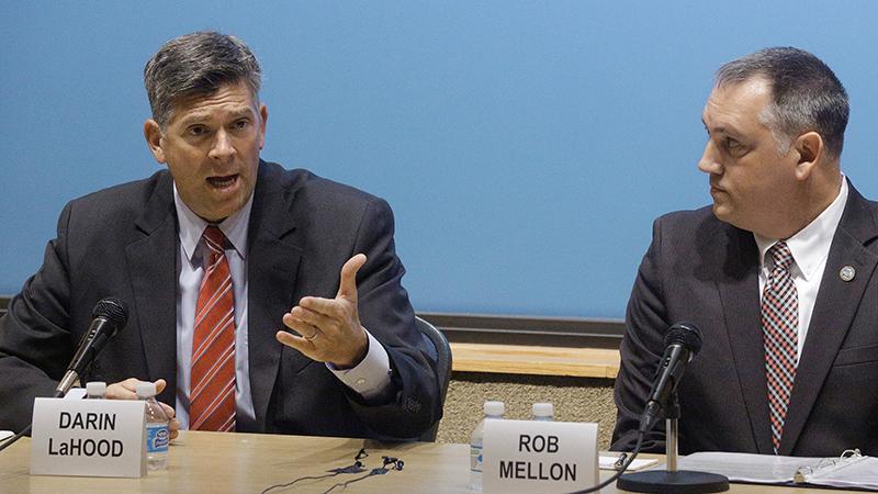美国国会众议员拉胡德(左)(美联社)