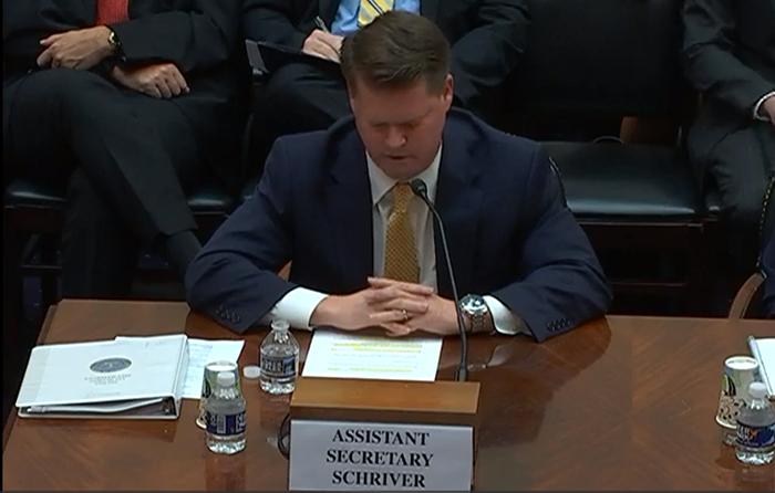 美国国防部印太安全事务助理部长薛瑞福(Randall G. Schriver)在听证会上讲话(视频截图/美国国会)