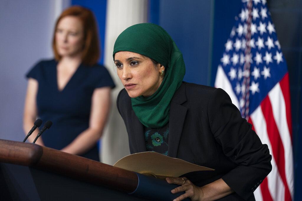 白宫国家经济委员会副主任法兹利(Sameera Fazili)在记者会上。(AP)