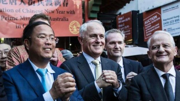 来自中国的澳大利亚商人黄向墨(左一) (Public Domain)
