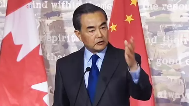 王毅在2016年記者會上公開指責加拿大記者。 (Public Domain)