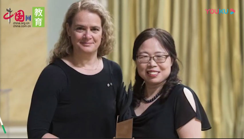 邱香果(右)荣获2018年度加拿大总督创新奖 (网络视频截图)