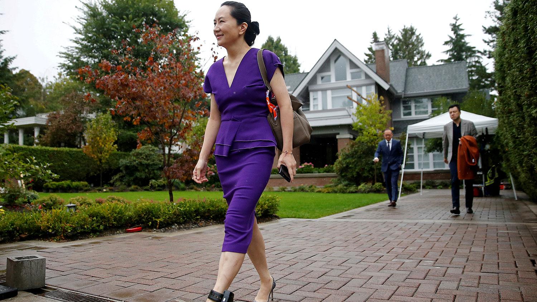孟晚舟发公开信说明自己过去一年来在加拿大的生活,正在等待法庭聆讯的她,可以自由外出,在家读书作画。图为2019年9月23日,孟晚舟离开家,到法庭法庭聆讯。(路透社)