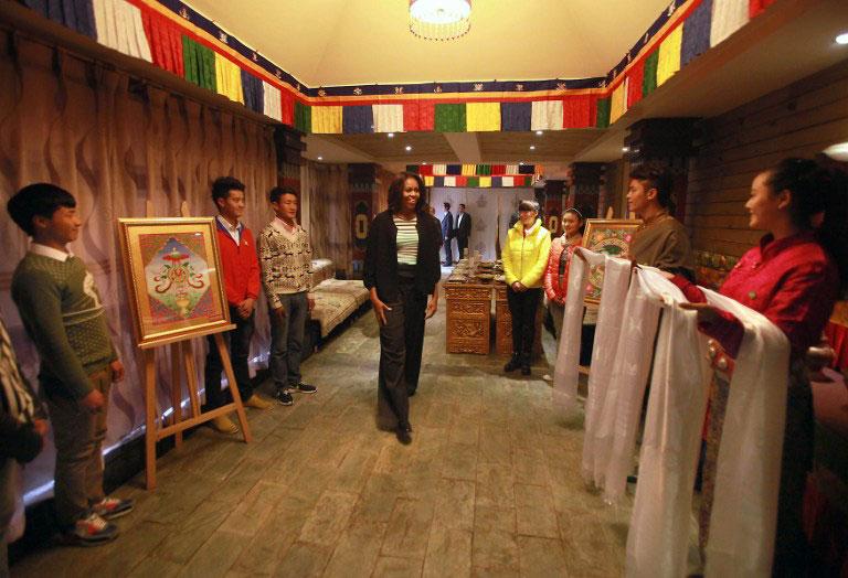 奥巴马夫人访成都_奥巴马夫人去藏人餐馆用餐引发中国网民议论
