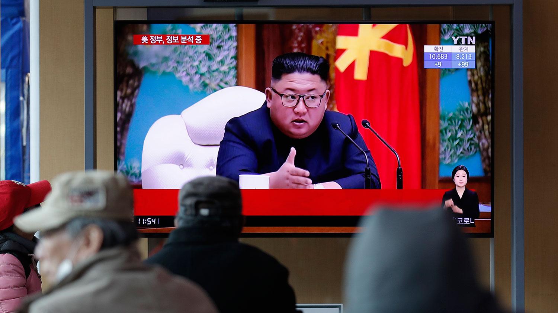 2020年4月21日,韩国首尔火车站电视屏幕,播放有关朝鲜领导人金正恩的新闻报道节目。(美联社)